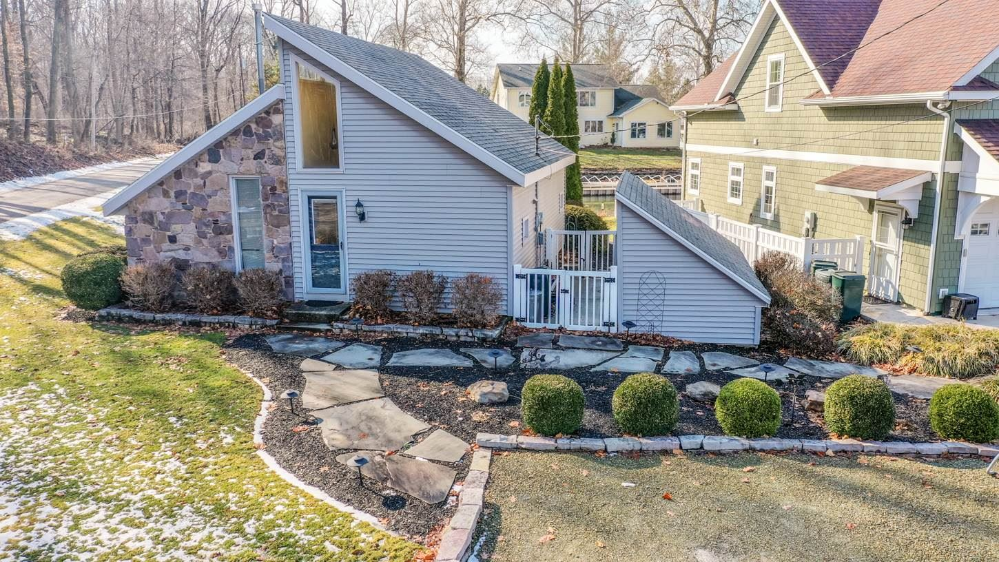Photo of 10259 N South Channel Drive, Syracuse, IN 46567 (MLS # 202008061)