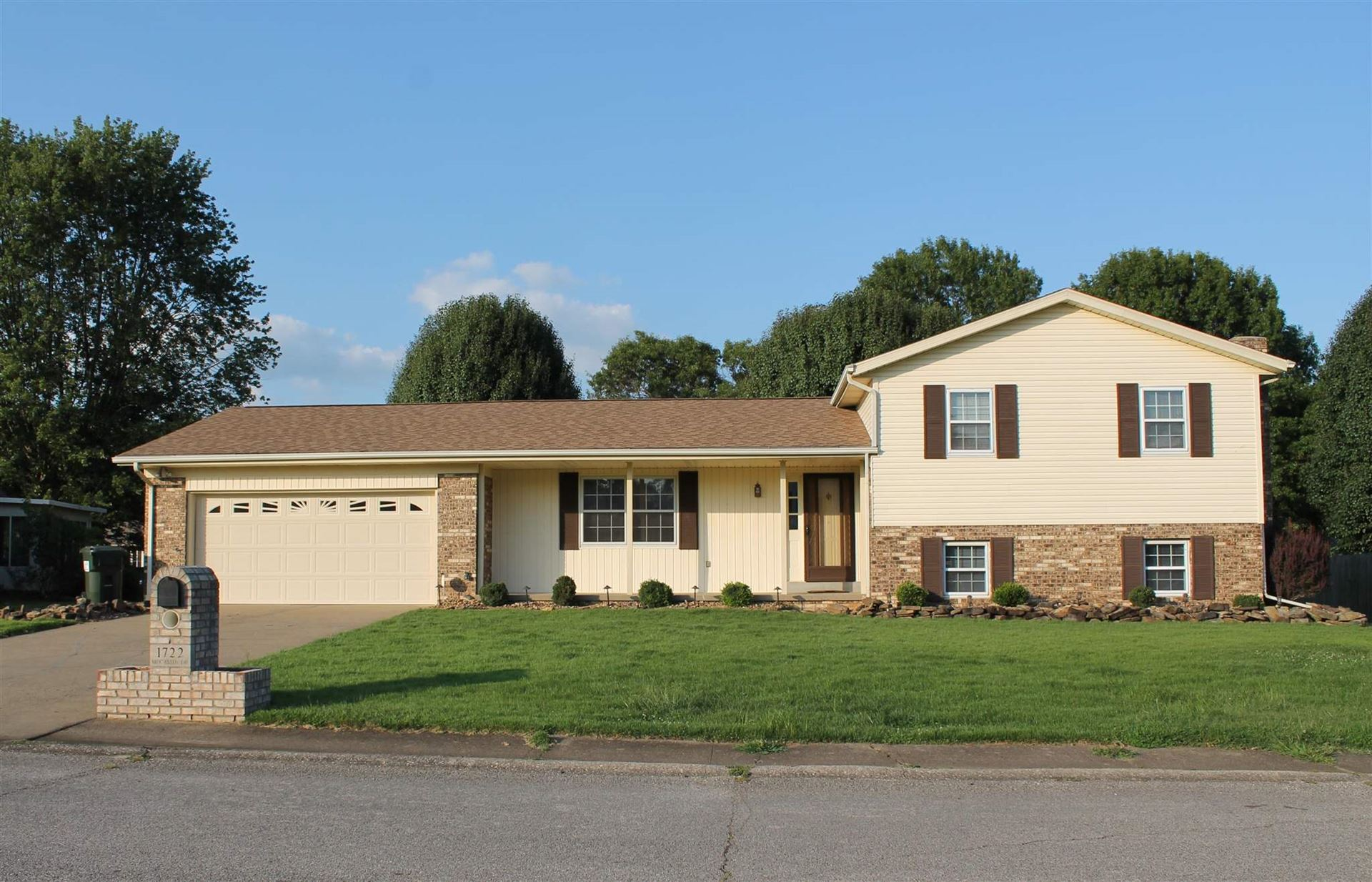 1722 Moccasin Drive, Boonville, IN 47601 - MLS#: 202135076