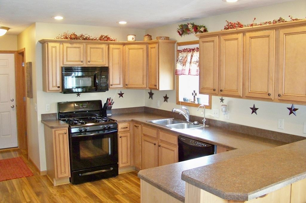 Photo of 1199 N Slateview Court, Warsaw, IN 46582 (MLS # 202010123)