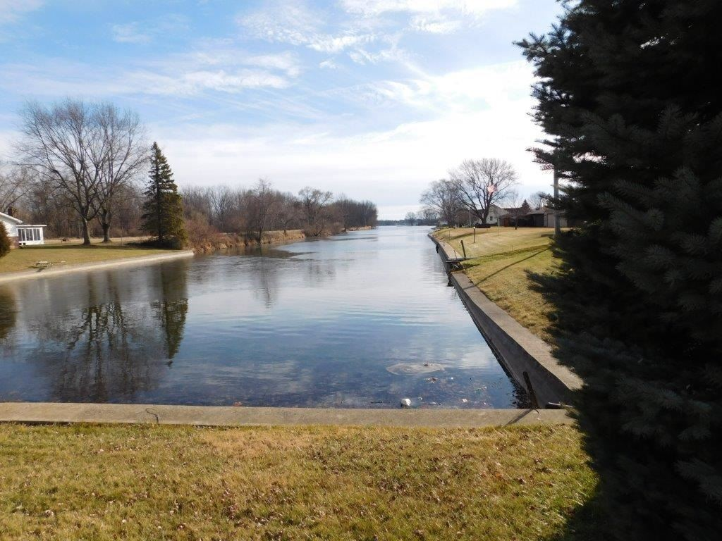 Photo of 2232 Bluewater Drive, Warsaw, IN 46580 (MLS # 202004172)