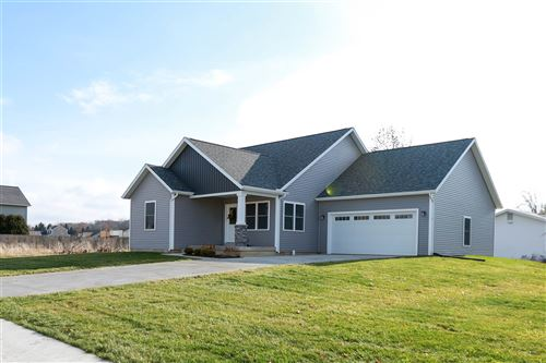 Photo of 4207 E Duffy Drive, Syracuse, IN 46567 (MLS # 202009212)