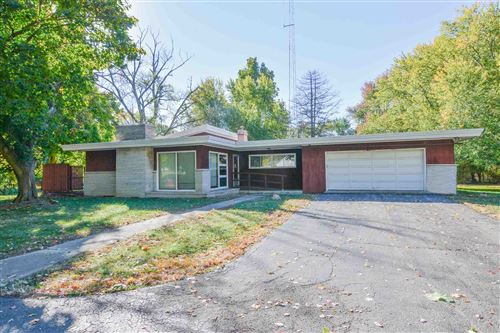 Photo of 1308 Gable Drive, Warsaw, IN 46580 (MLS # 202035220)