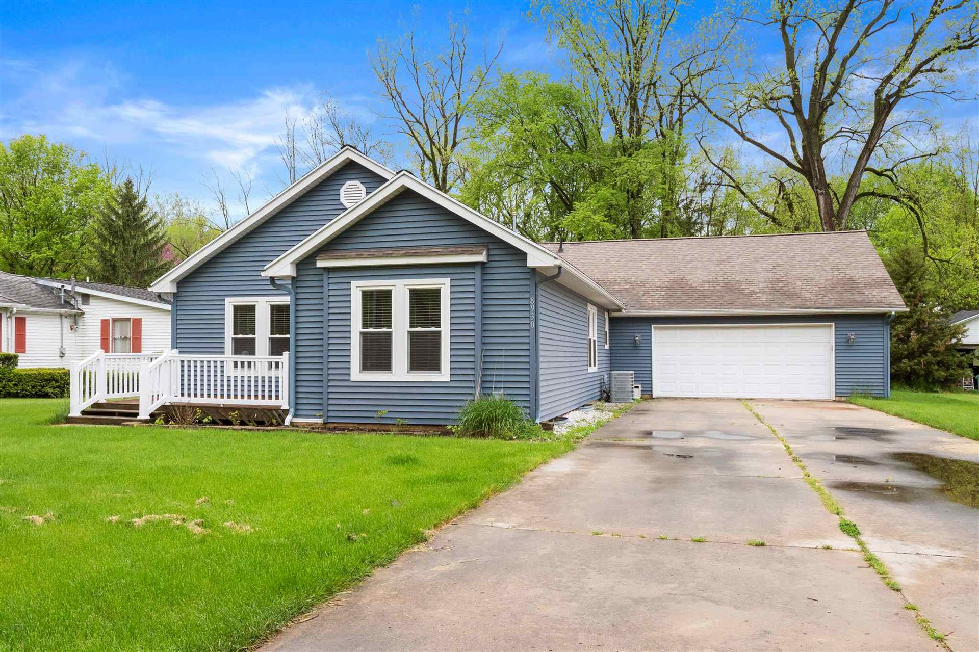 Photo of 8930 E Crow Road, Syracuse, IN 46567 (MLS # 202018226)