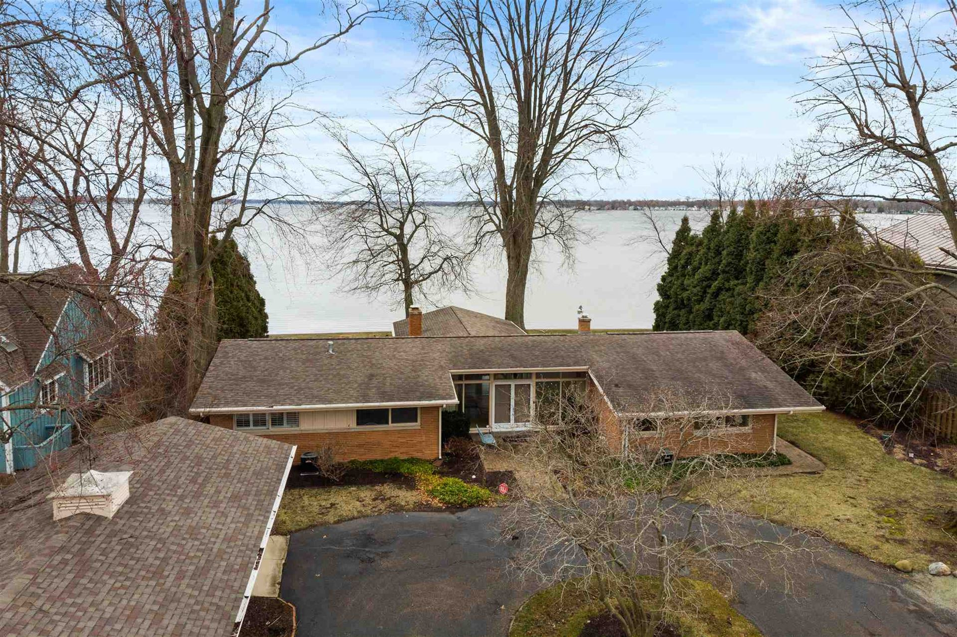 Photo of 6167 E Pickwick Park Drive, Syracuse, IN 46567 (MLS # 202011243)