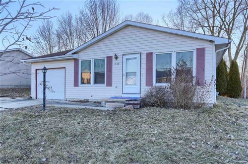 Photo of 1708 S West Point Drive, Warsaw, IN 46580 (MLS # 202106279)