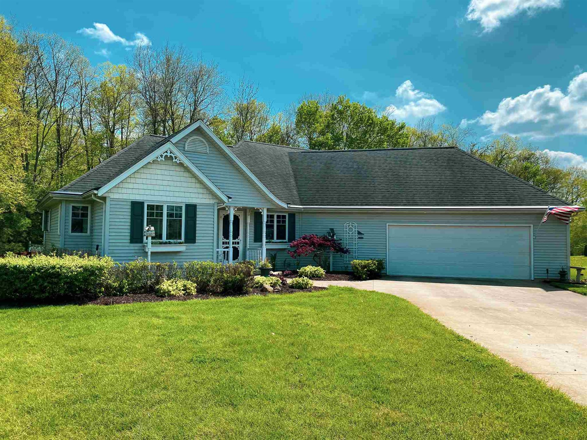 Photo of 2967 E Lapoint Drive, Milford, IN 46542 (MLS # 202009279)