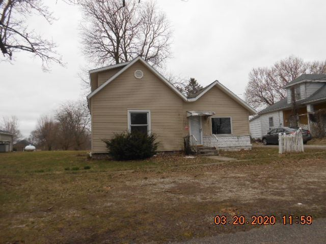 Photo of 202 N monroe Street, Pierceton, IN 46562 (MLS # 202011329)