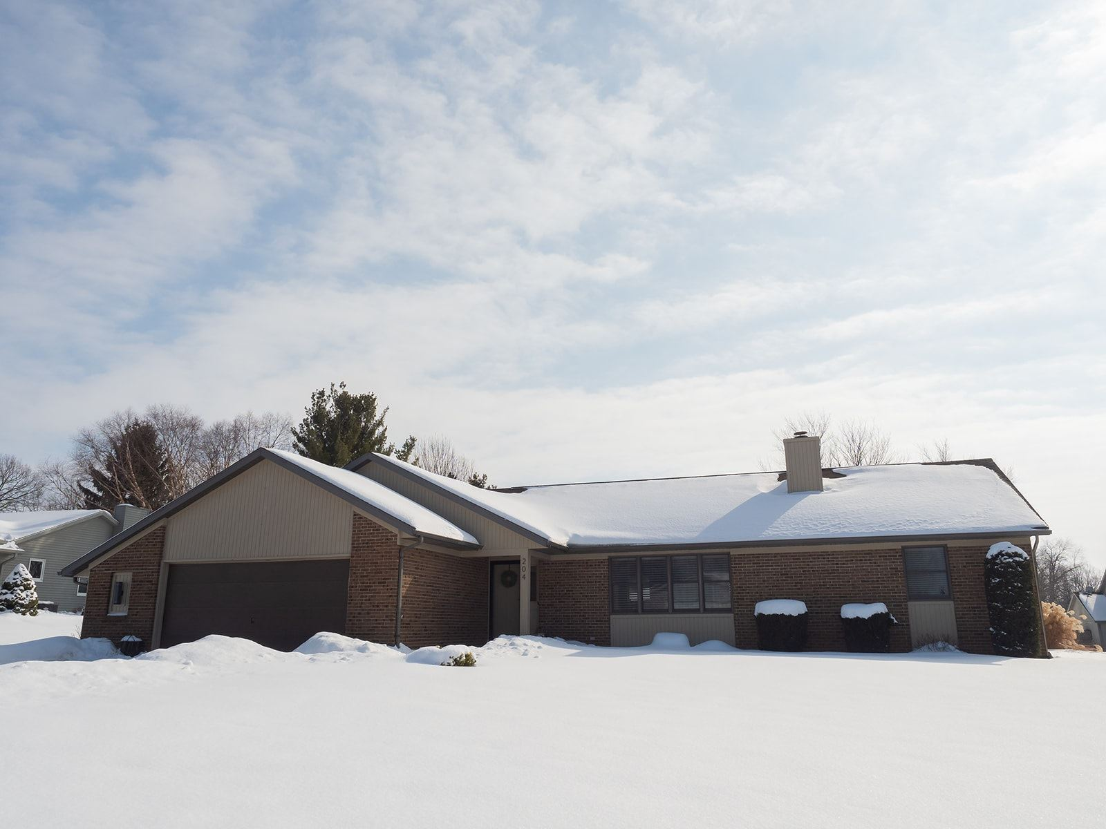 204 Colonial Drive, Warsaw, IN 46582 - #: 202105345