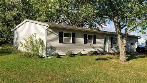 Photo of 5248 E Bayview Drive, Syracuse, IN 46567 (MLS # 202139358)