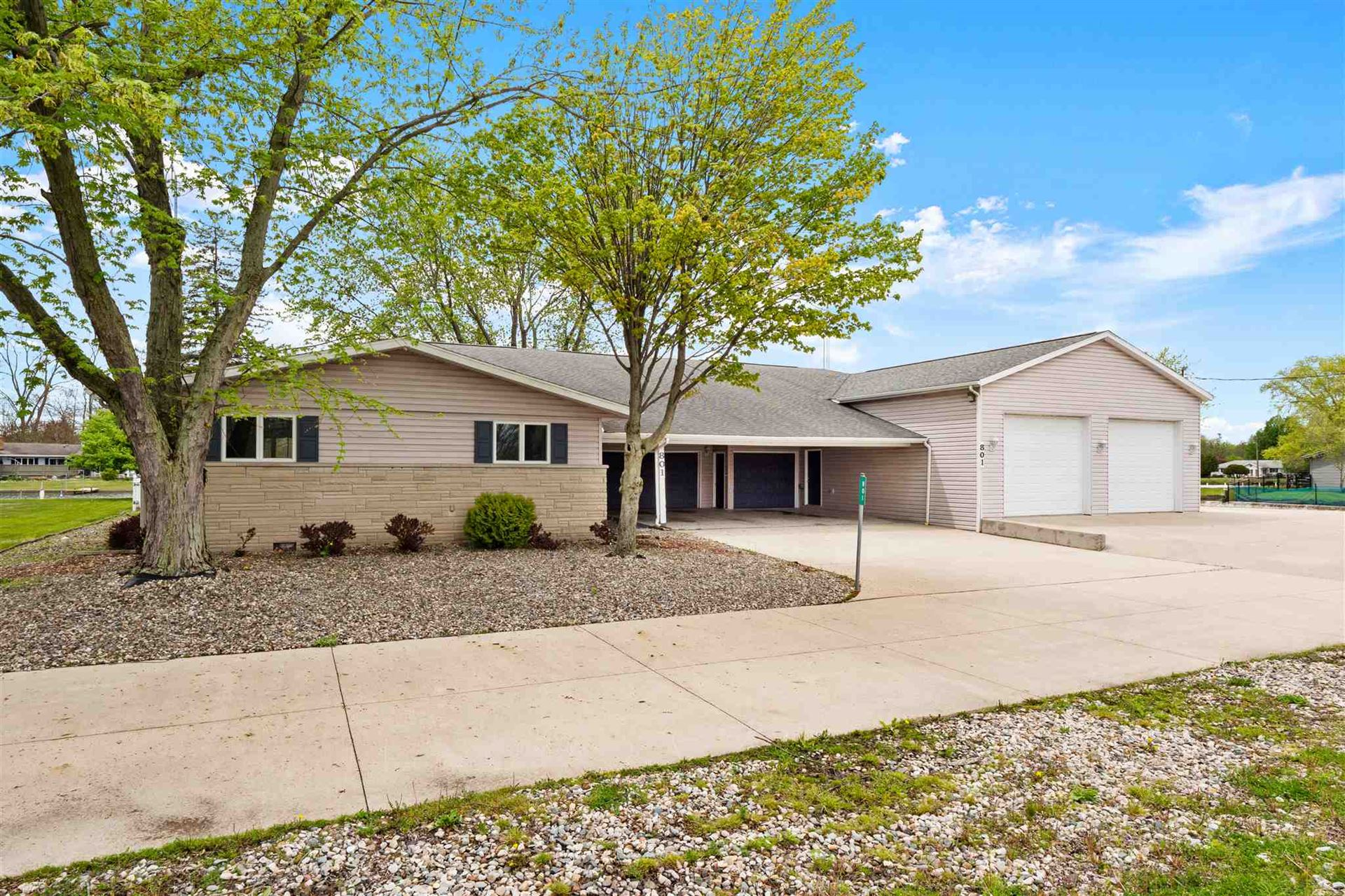 Photo of 801 S Harkless Drive, Syracuse, IN 46567 (MLS # 202017364)