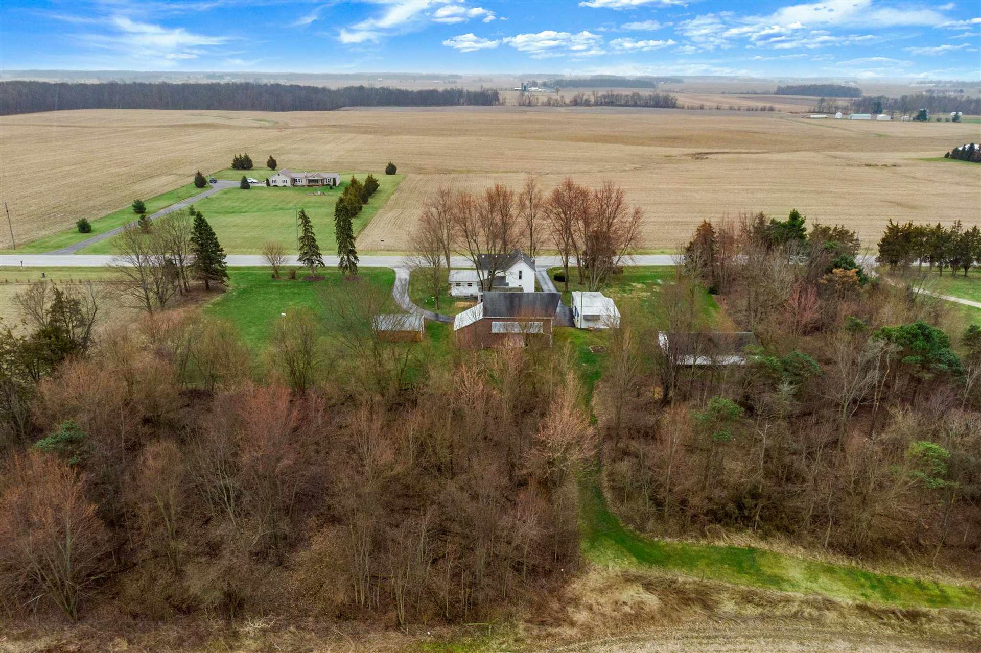 Photo of 4404 W State Road 14, South Whitley, IN 46787 (MLS # 202011381)