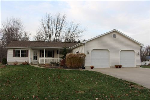 Photo of 9425 E Magnolia Lane, Cromwell, IN 46732 (MLS # 202047403)