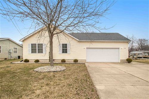 Photo of 11580 N Venetian Drive, Syracuse, IN 46567 (MLS # 202010420)