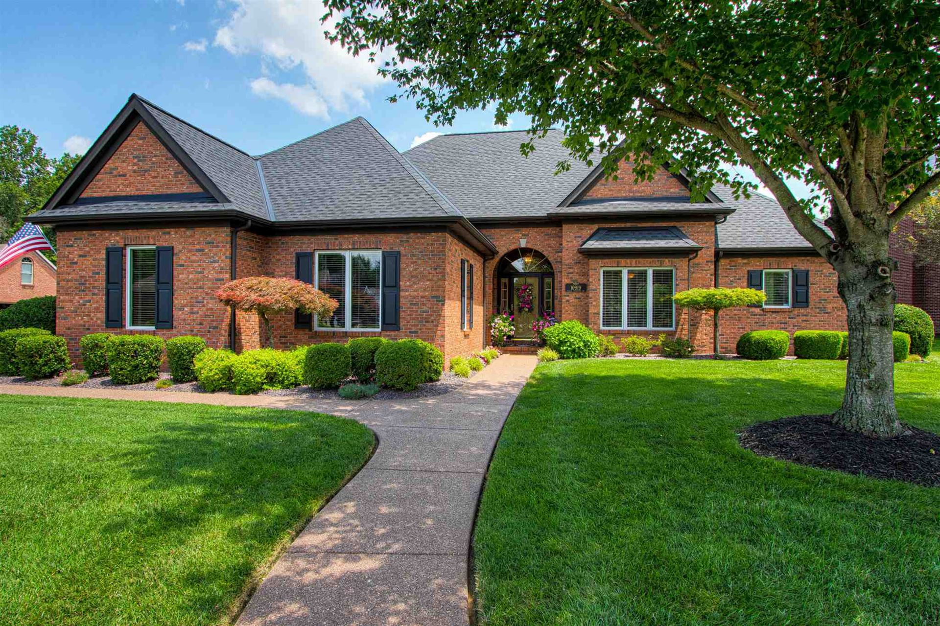 10919 Eagle Crossing Drive, Evansville, IN 47725 - #: 202045420