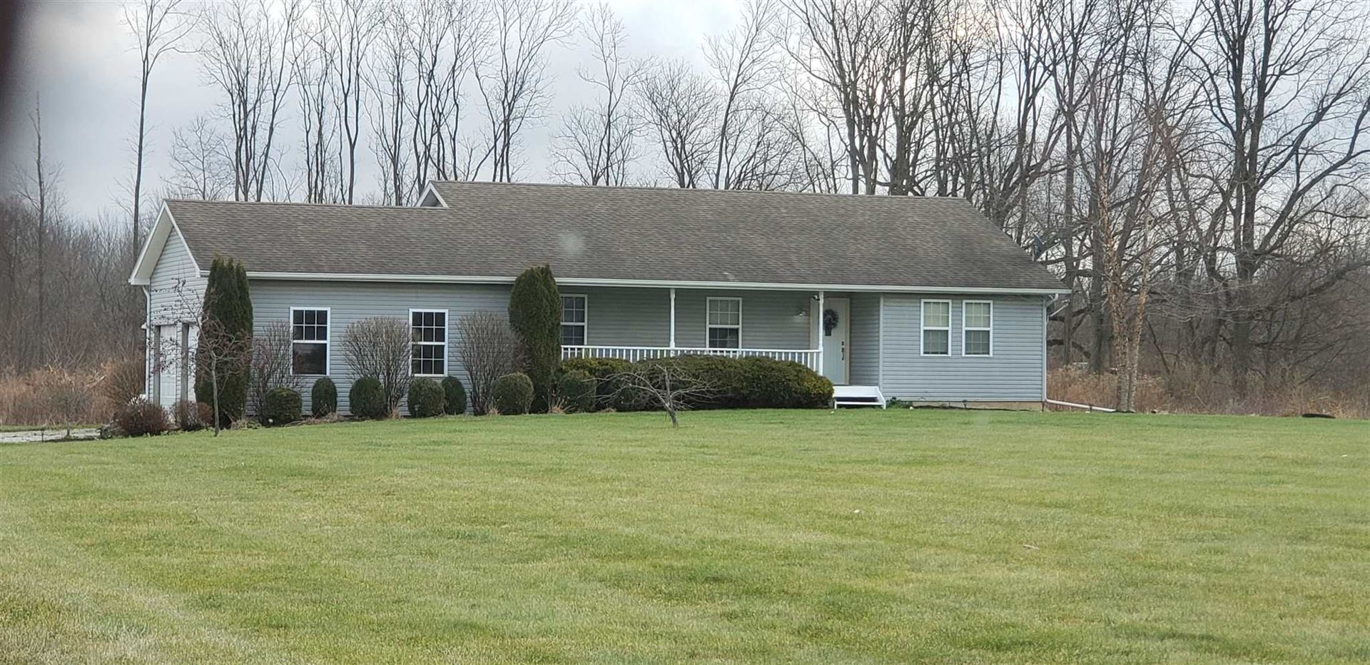 Photo of 71750 County Road 33, Syracuse, IN 46567 (MLS # 202006482)