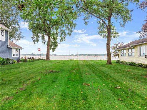 Photo of 8267 E Highland View Drive, Syracuse, IN 46567 (MLS # 202133510)