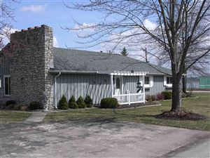 Photo of 8136 E CHEROKEE RD Road, Syracuse, IN 46567 (MLS # 201921513)