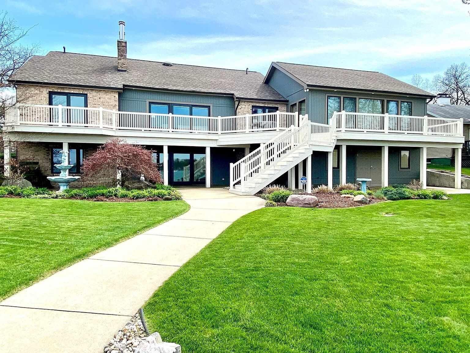 26137 Lake Drive, Elkhart, IN 46514 - #: 202023517