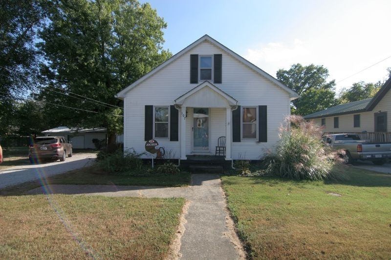 107 E 2nd Ave Avenue, Huntingburg, IN 47542 - MLS#: 201943579