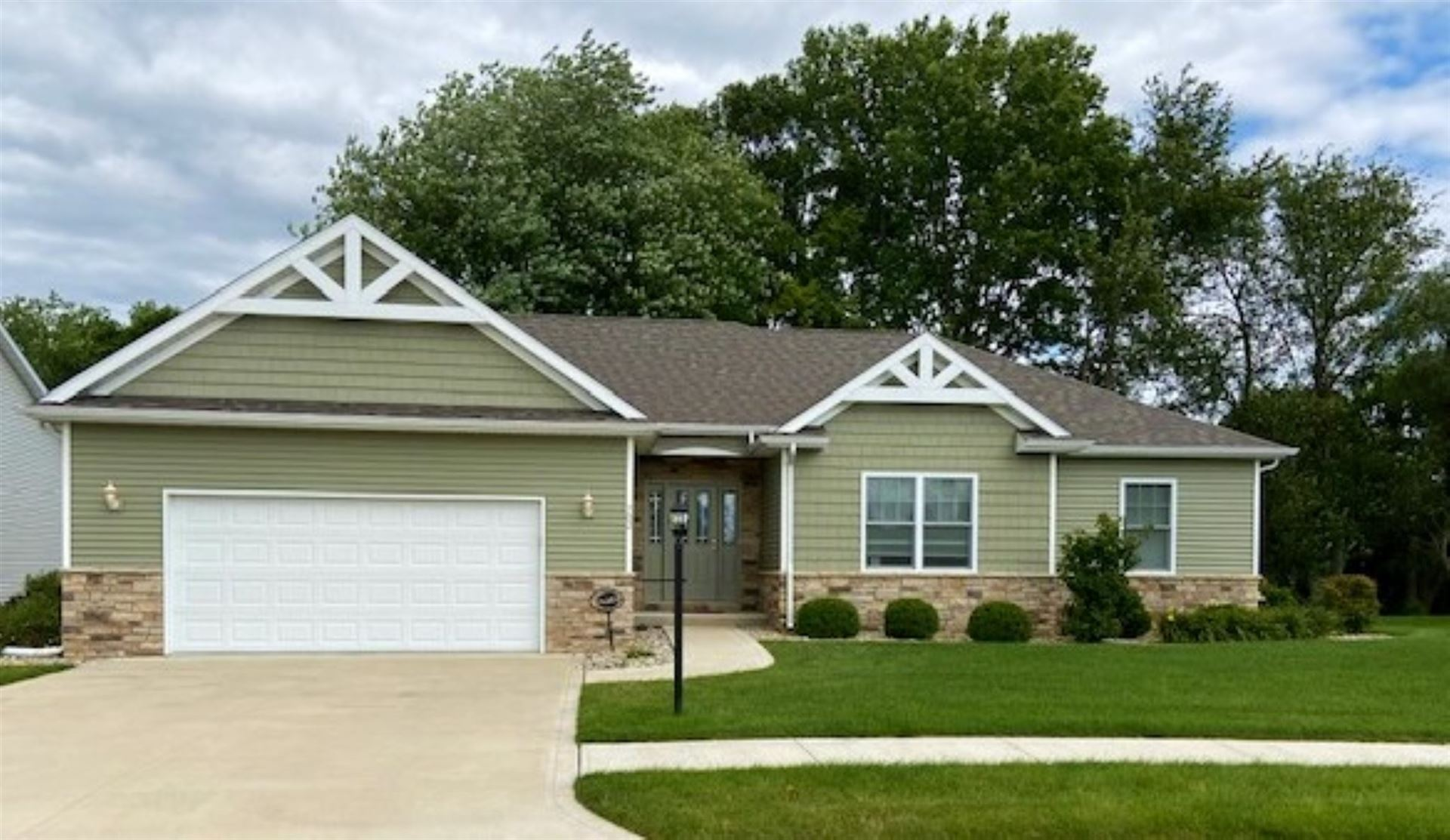 702 Red Sunset Avenue, Culver, IN 46511 - #: 202030610