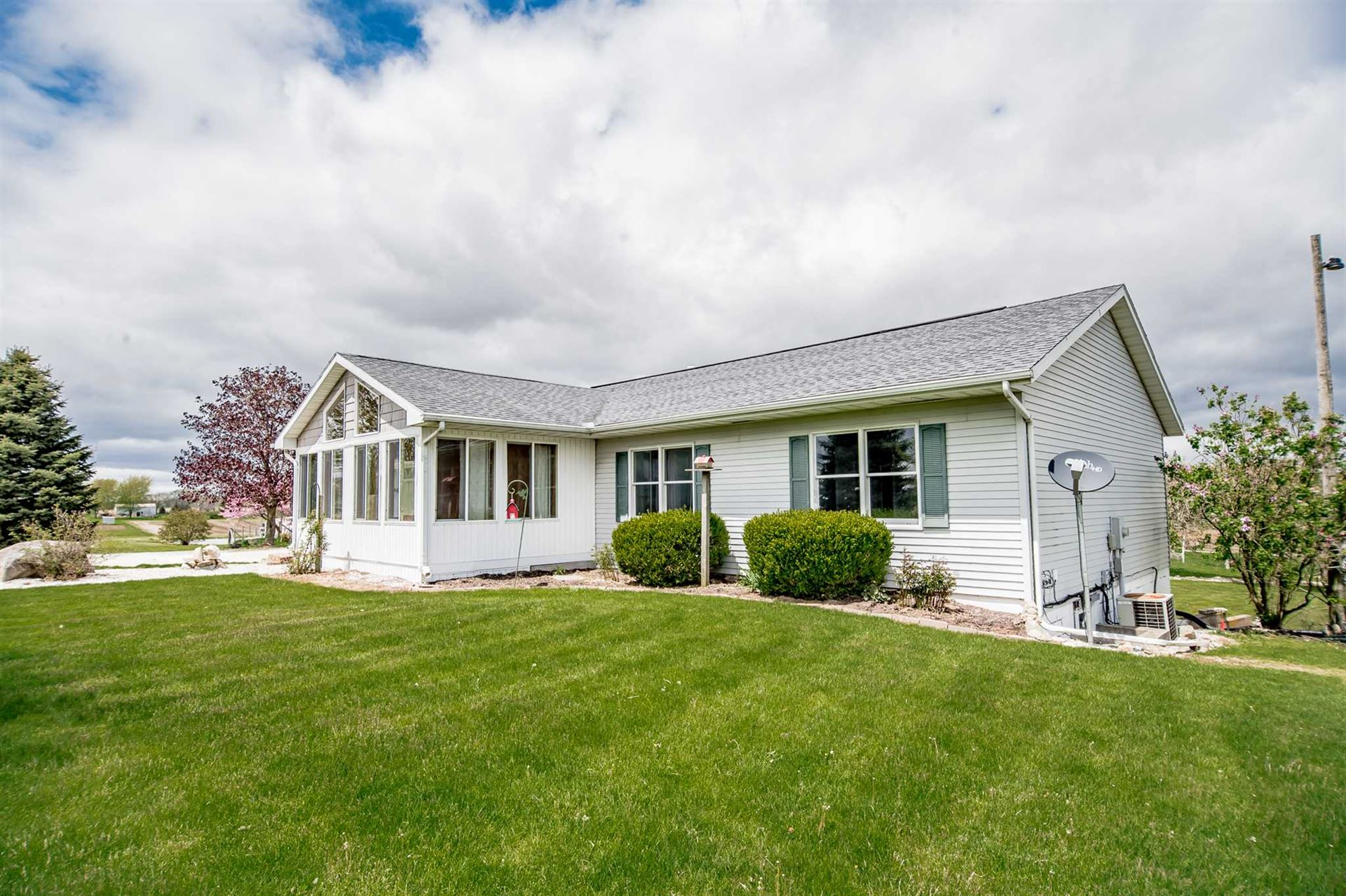 Photo of 13761 County Road 52, Syracuse, IN 46567 (MLS # 202016718)