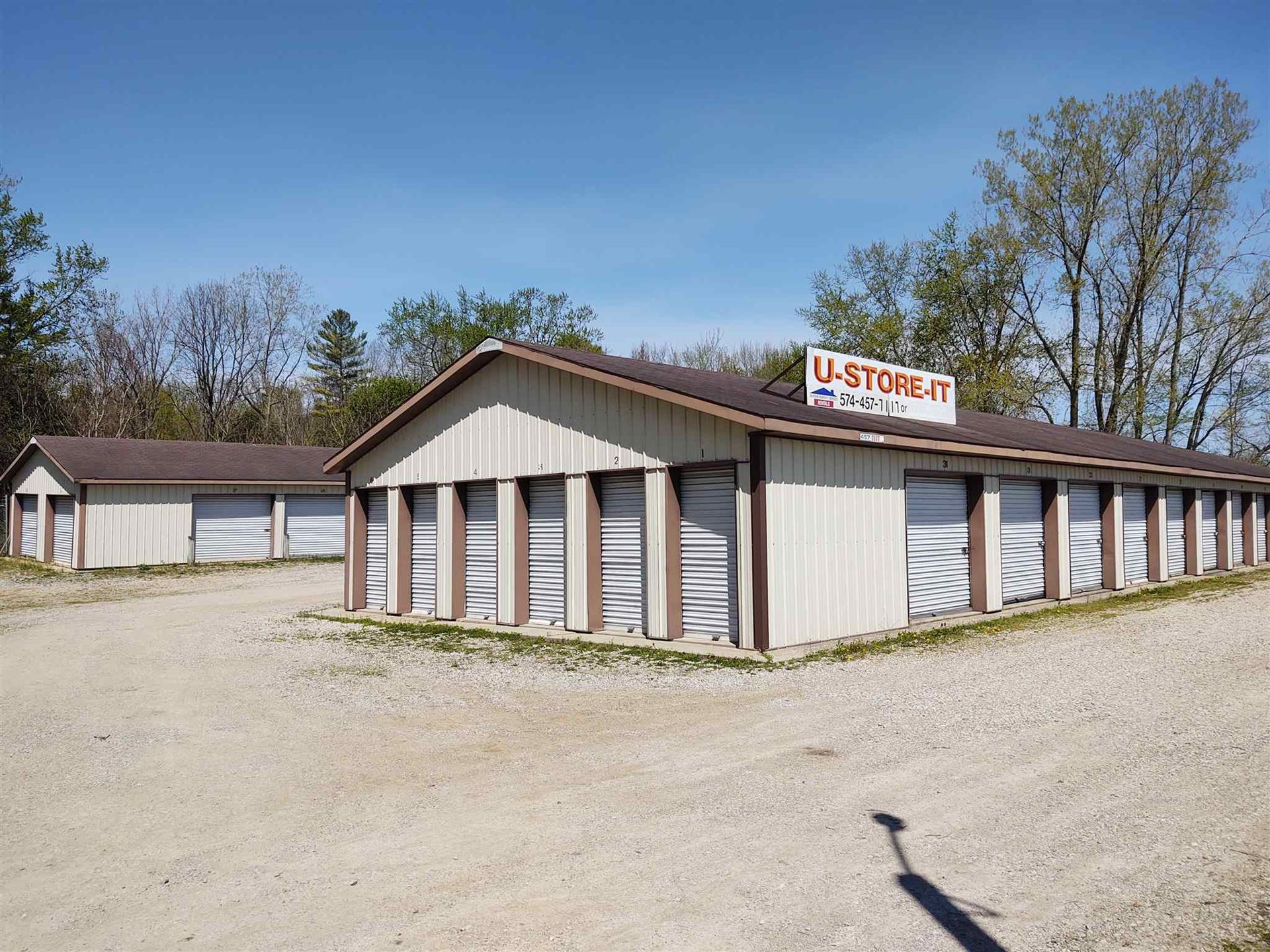 Photo of 106 W Bowser Road, Syracuse, IN 46567 (MLS # 202015724)