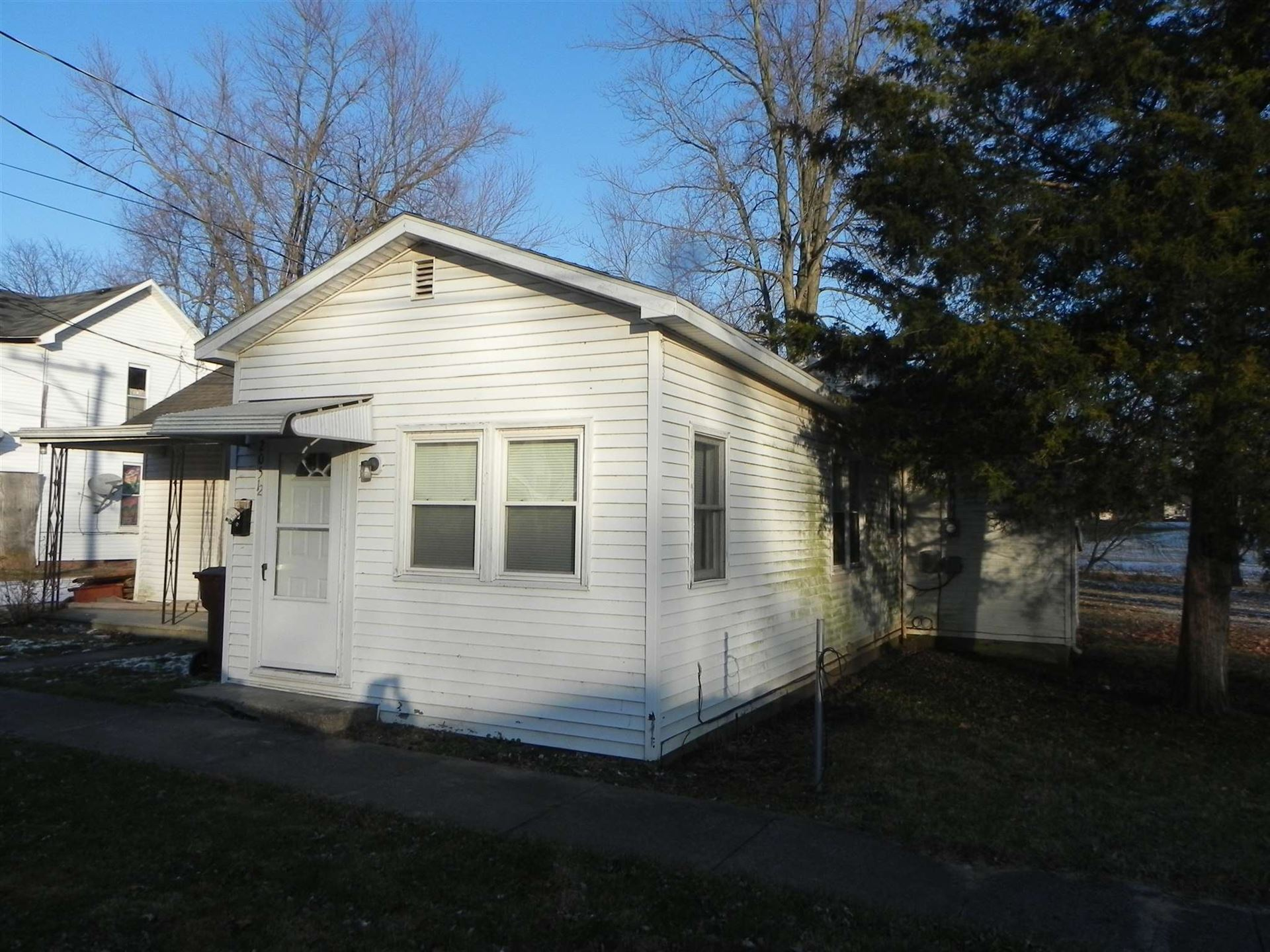 Photo of 205 1/2 S Sycamore Street, North Manchester, IN 46962 (MLS # 202009733)