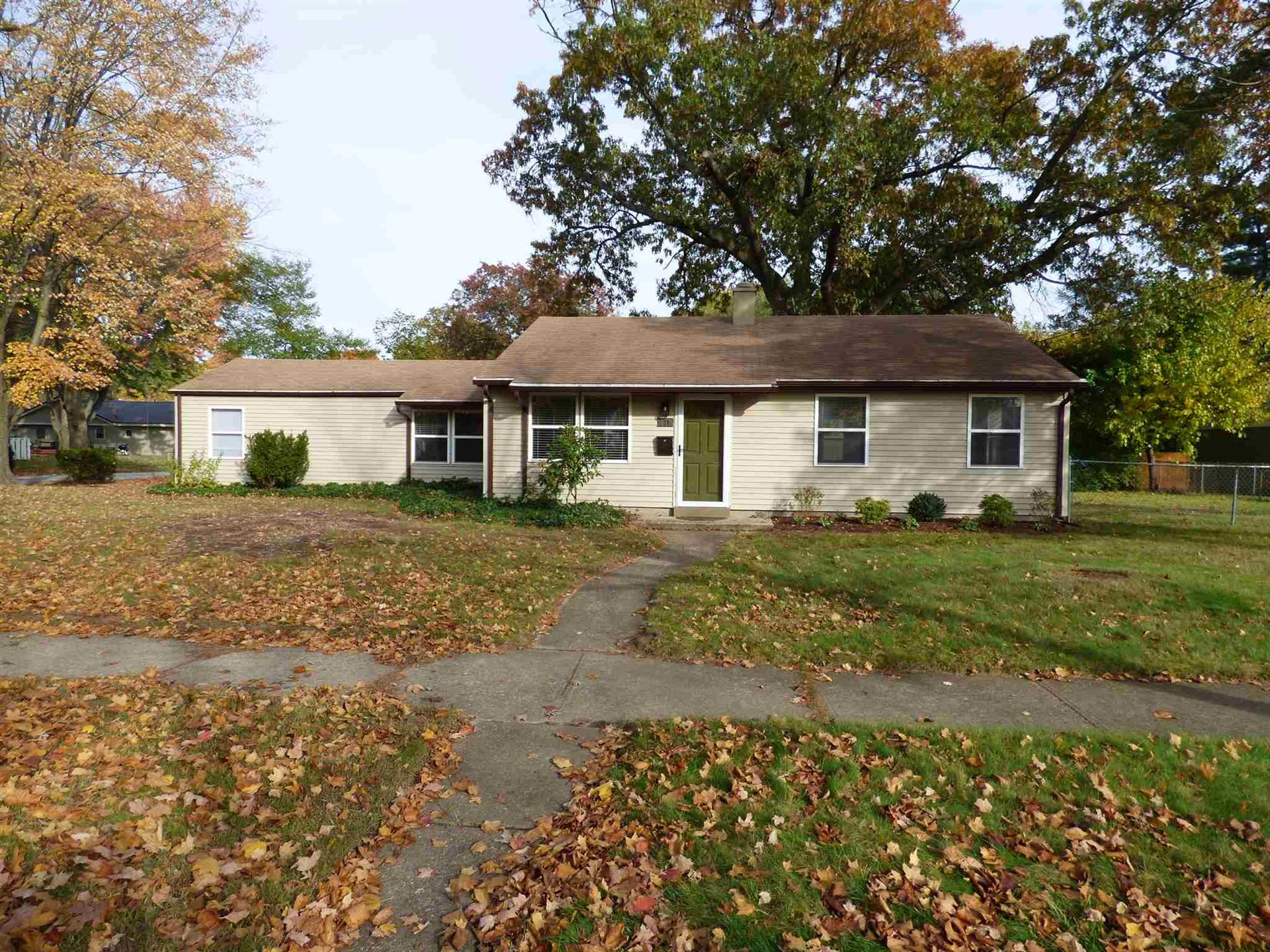 330 Manchester Drive, South Bend, IN 46615 - #: 202042775