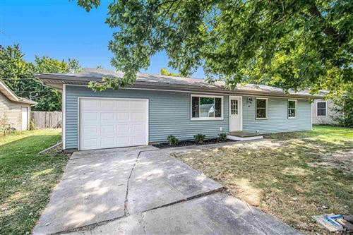 Photo of 600 S Manor Drive, Syracuse, IN 46567 (MLS # 202138832)