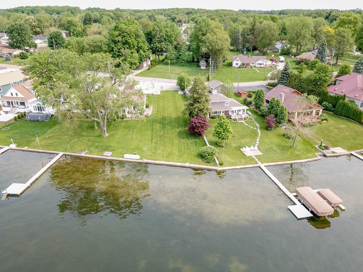 Photo of 621 E Northshore Drive, Syracuse, IN 46567 (MLS # 202008860)