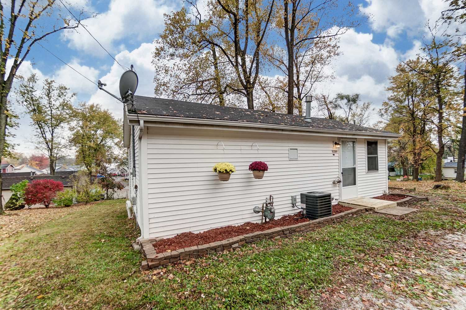807 N Courtland Park Drive, Silver Lake, IN 46982 - #: 202043905