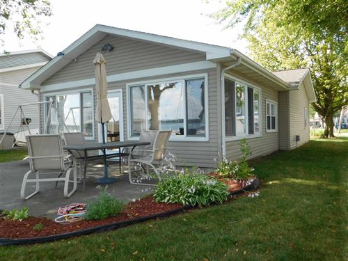Photo of 8304 E Highland View Drive, Syracuse, IN 46567 (MLS # 202027925)
