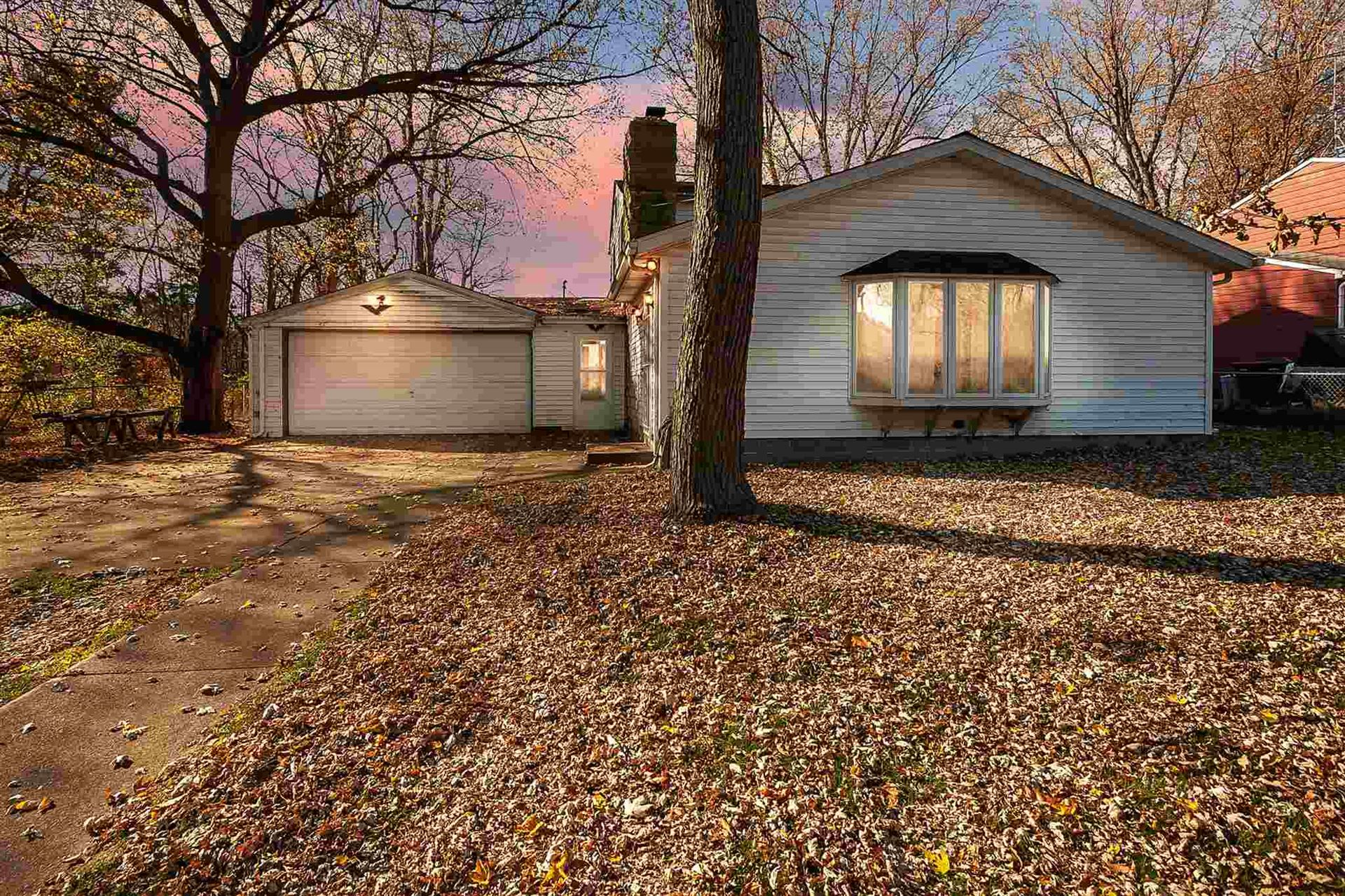 55205 Holmes Road, South Bend, IN 46628 - #: 202044974