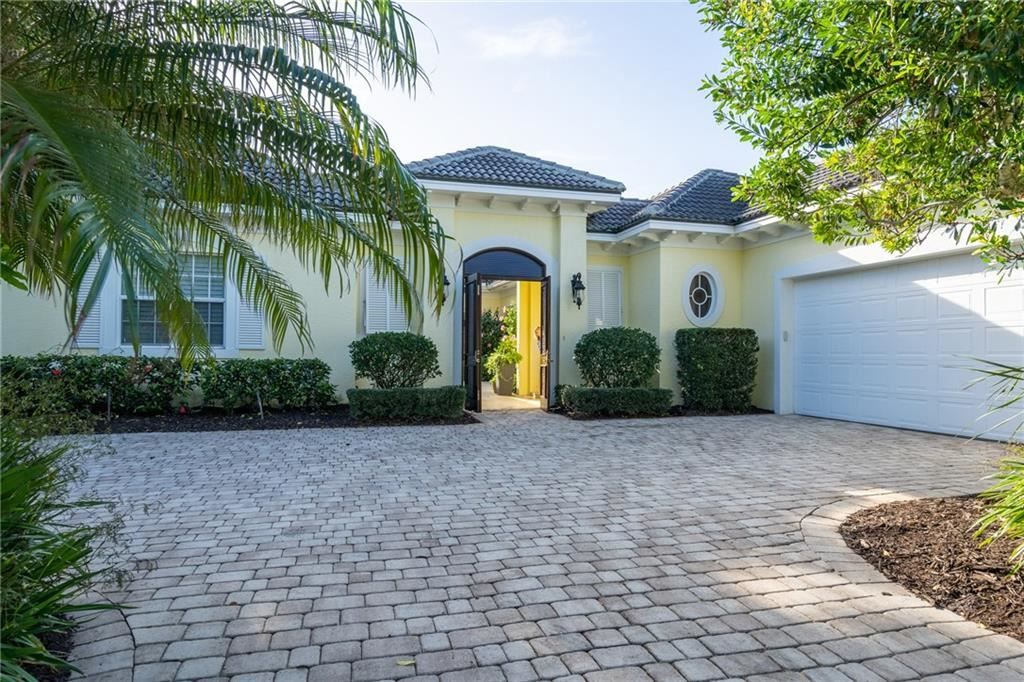 320 Lakeview Way, Vero Beach, FL 32963 - #: 229080