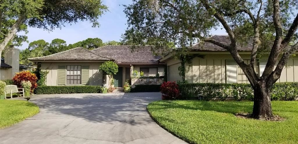 104 Prestwick Circle, Vero Beach, FL 32967 - #: 239218
