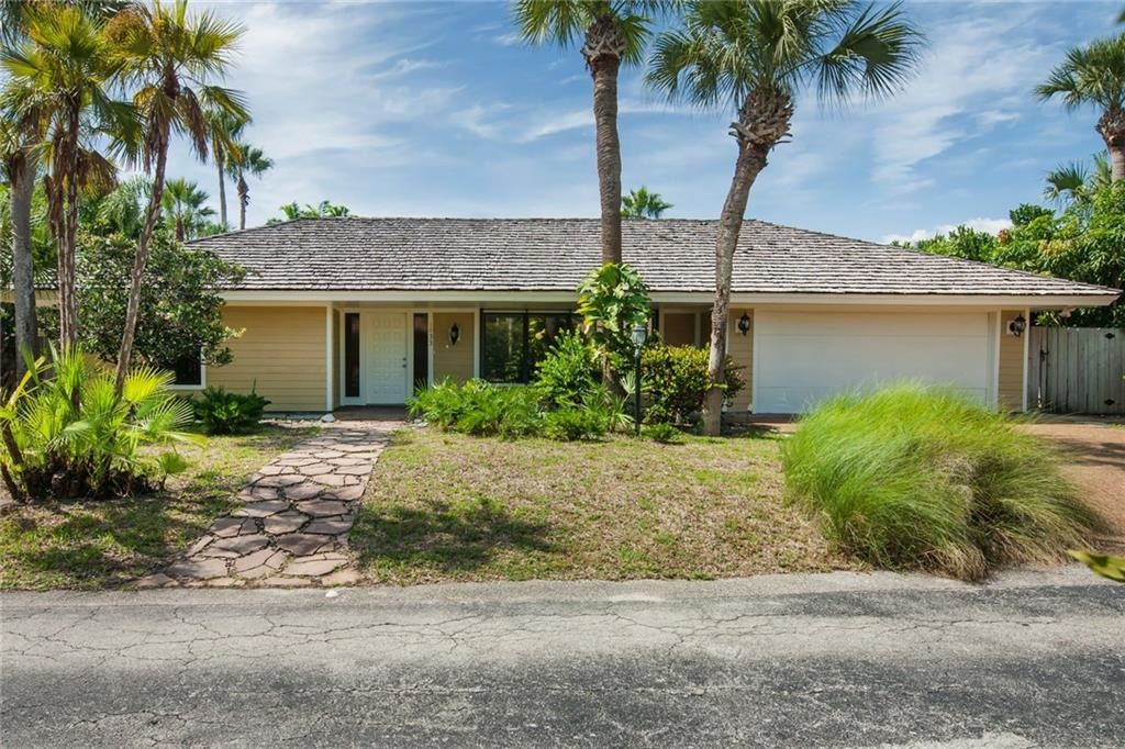 1933 Ocean Ridge Circle, Vero Beach, FL 32963 - #: 239315