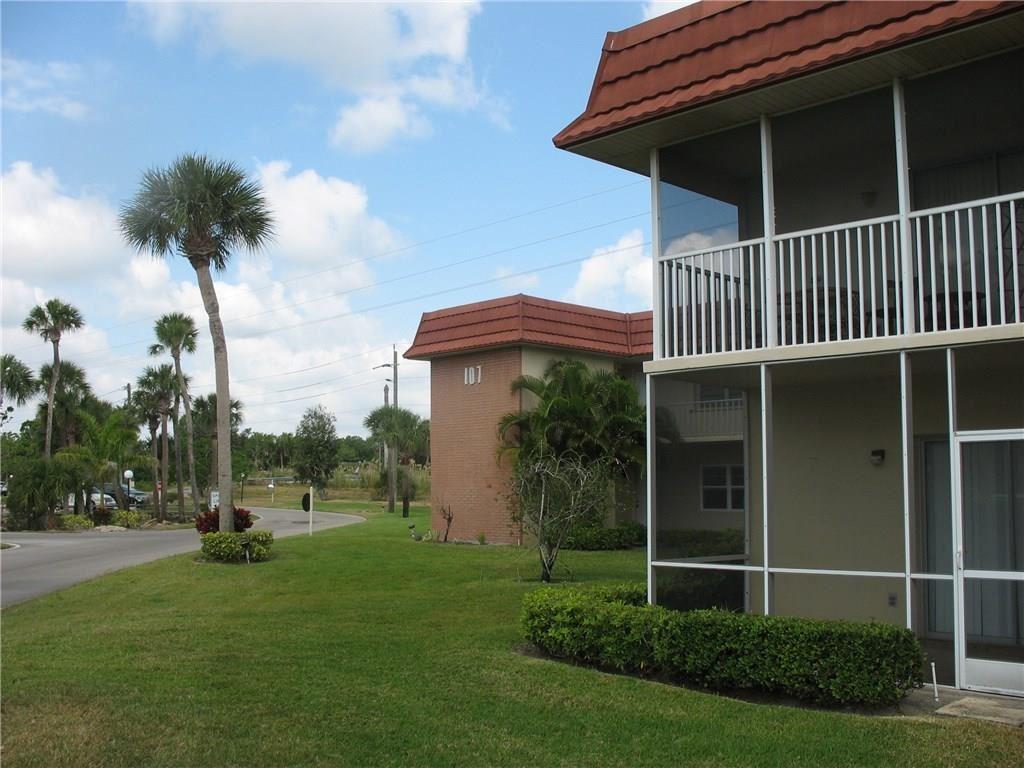 107 Springlake Court #103, Vero Beach, FL 32962 - #: 236422