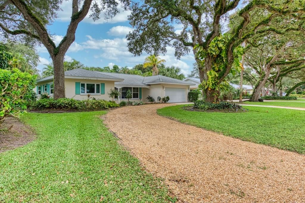 625 Honeysuckle Lane, Vero Beach, FL 32963 - #: 235581
