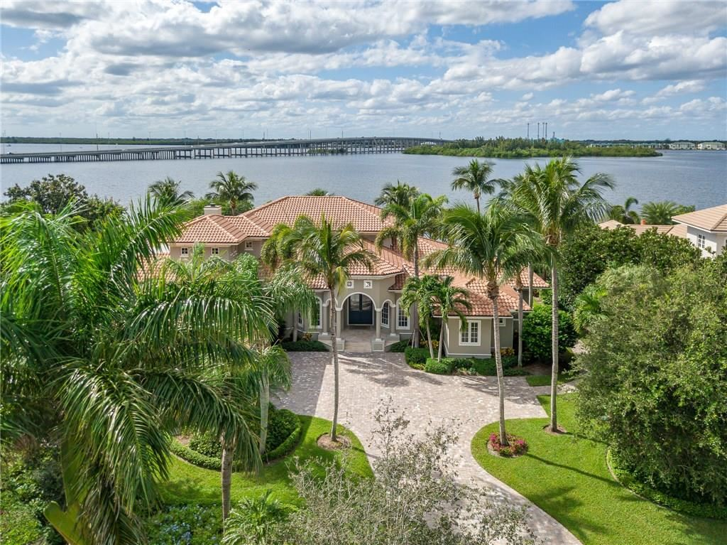 665 Lake Drive, Vero Beach, FL 32963 - #: 227935
