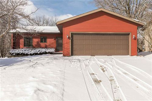 Photo of 1316 Southview Circle, Coralville, IA 52241 (MLS # 202001369)