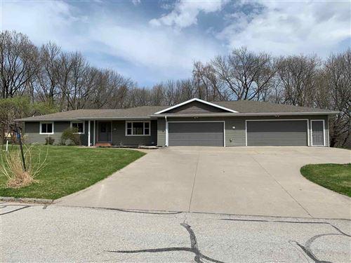 Photo of 42 Lakeview Dr NE, Iowa City, IA 52240 (MLS # 202002453)