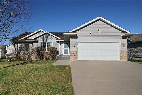 Photo of 1630 Deerfield Dr W, North Liberty, IA 52317 (MLS # 202006874)