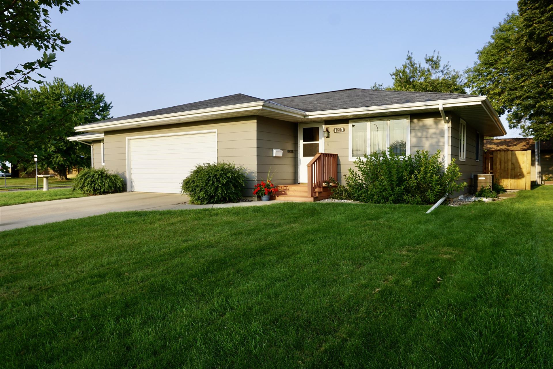 Photo for 1213 2nd Avenue NE, Valley City, ND 58072 (MLS # 20-529)