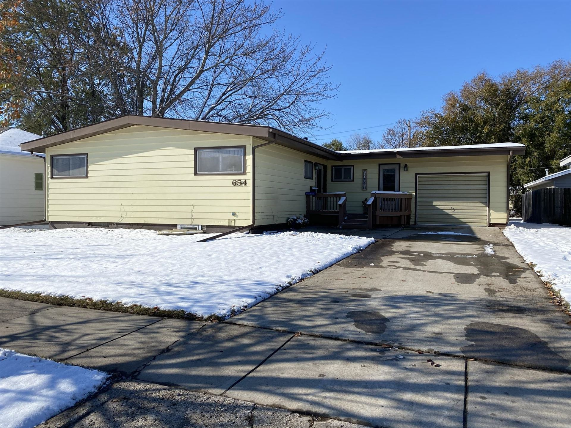 Photo for 654 9th Avenue SW, Valley City, ND 58072 (MLS # 20-615)