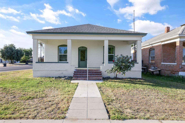 3 C Street, Lemoore, CA 93245 - MLS#: 221742
