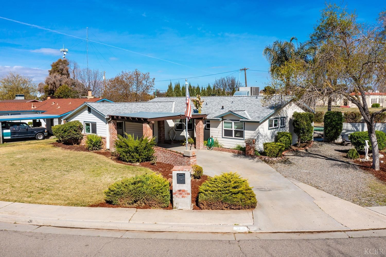 406 Lombardy Lane, Lemoore, CA 93245 - MLS#: 221922