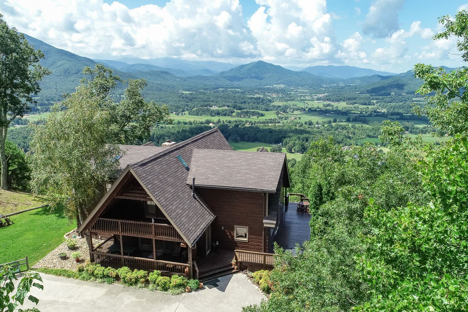 Photo of 2517 Which A Way, Sevierville, TN 37862 (MLS # 1122011)