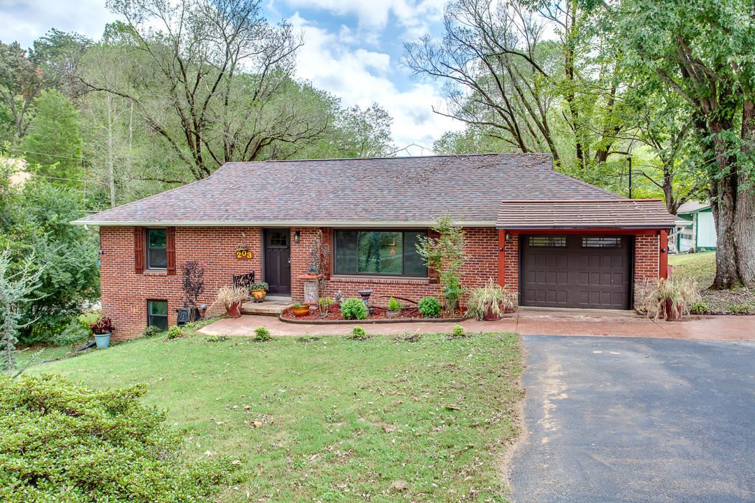 Photo of 203 Oak Rd, Powell, TN 37849 (MLS # 1108027)