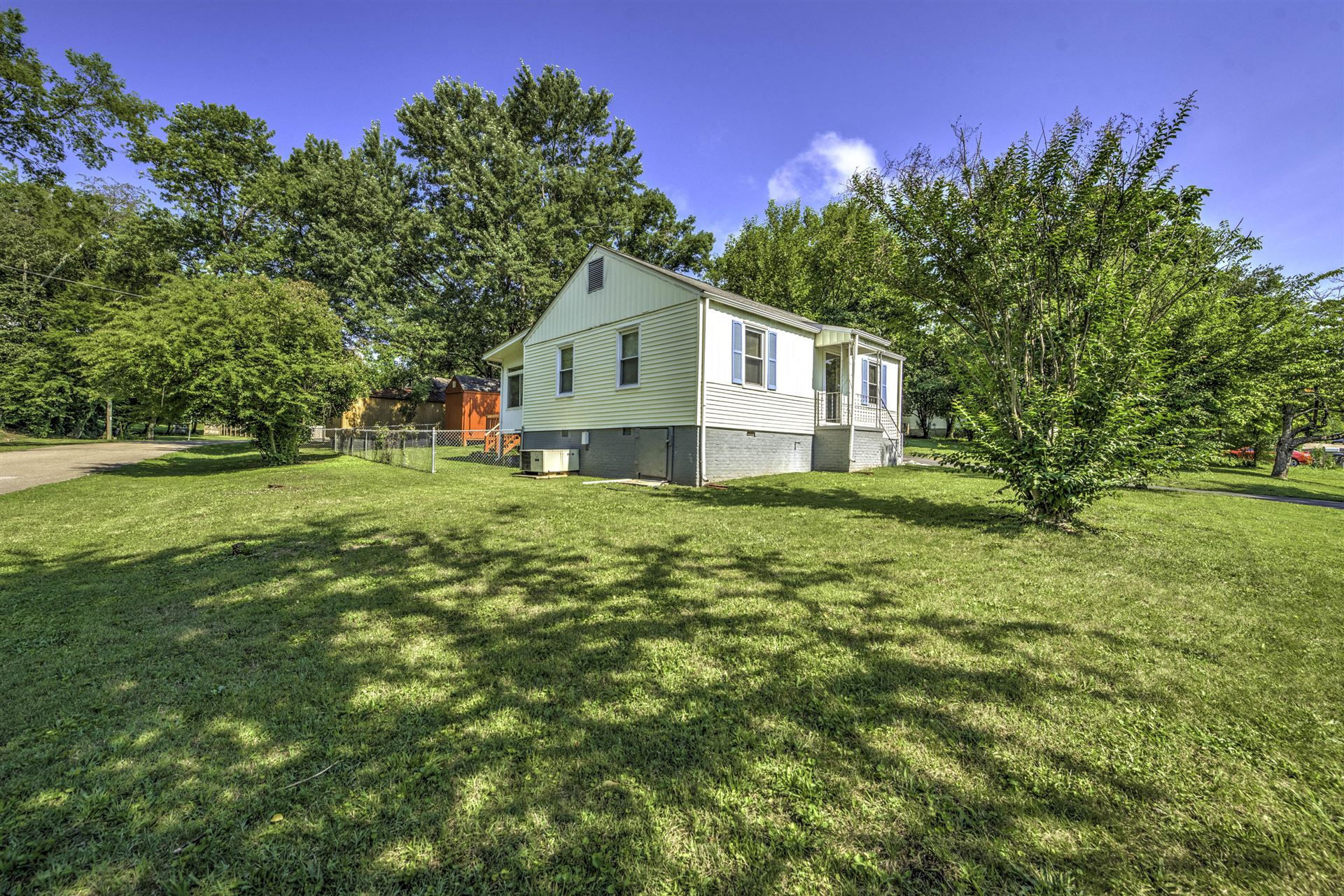 Photo of 2311 Greenfield Lane, Knoxville, TN 37917 (MLS # 1122048)
