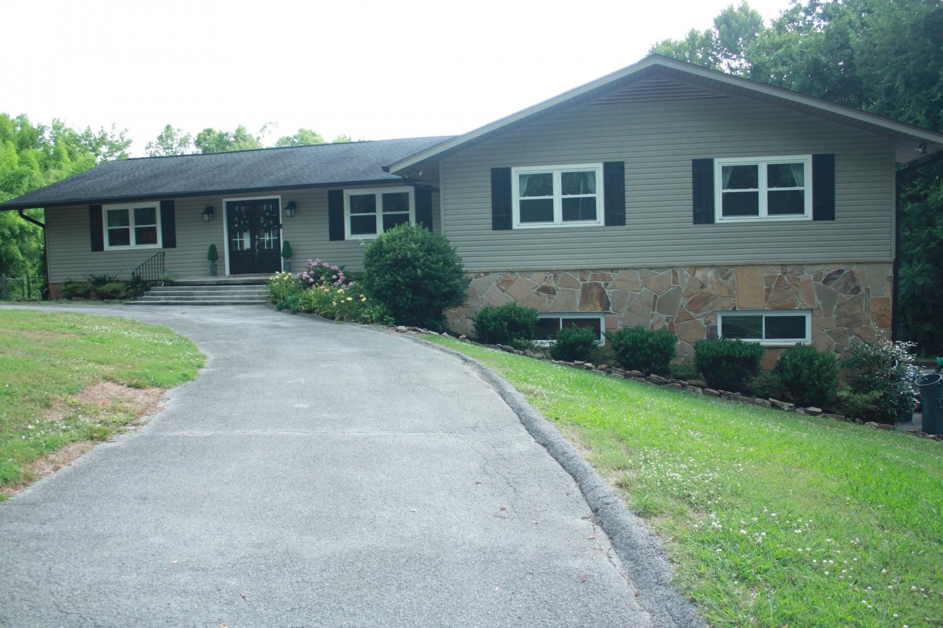 Photo of 5520 Brown Atkin Drive, Knoxville, TN 37919 (MLS # 1122064)